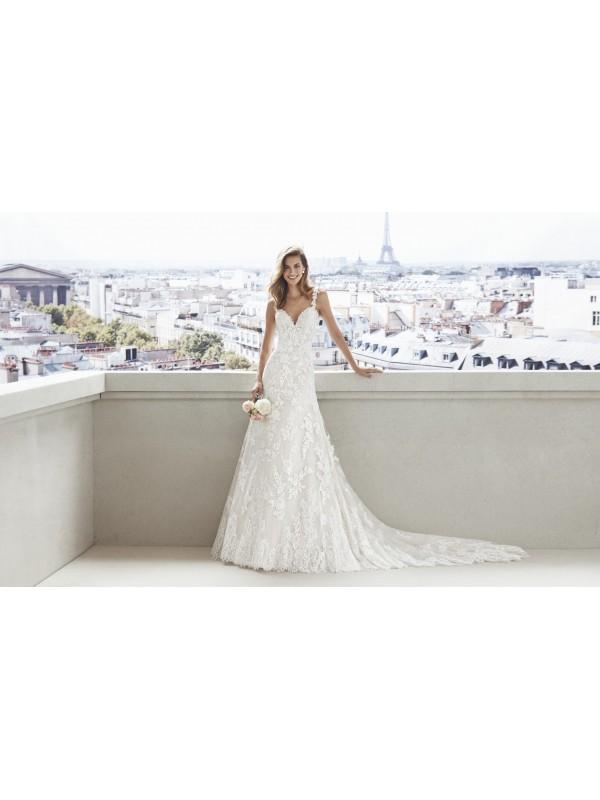 DONNA SABINA - abito da sposa Le Spose di Milano Shop Online  - Un abito aderente caratterizzato da un doppio strato di pizzo